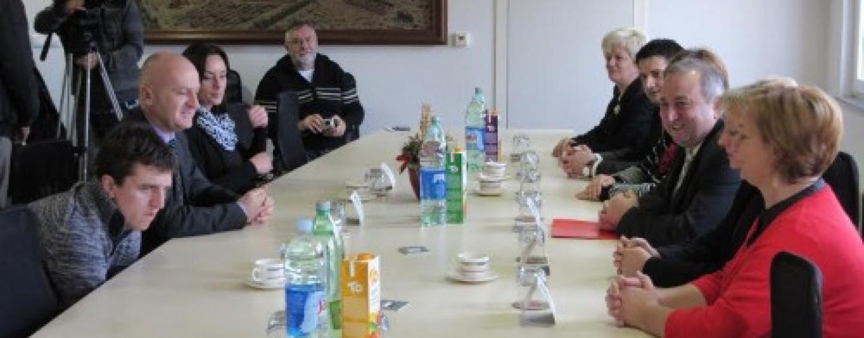 MINISTAR BEZ BRANITELJA OTVORIO LIFT