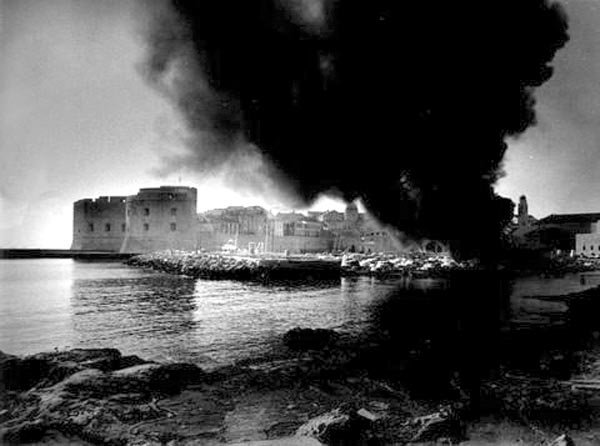 Bombardment_of_Dubrovnik_Croatia_by_Yugoslav_Peoples_Army_on_6_December_1991