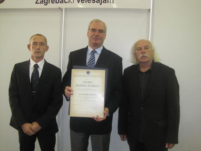 Dr.-Andrija-Hebrang-primio-priznanje-za-najbolju-knjigu-na-temu-Domovinskoga-rata