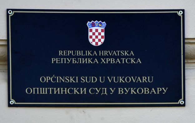 Skinuta æirilièna ploèa s Prekršajnog suda u Vukovaru