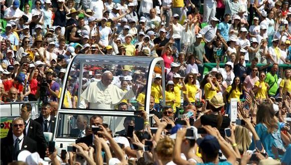 Papa-Franjo-mladima-u-Sarajevu-580x330
