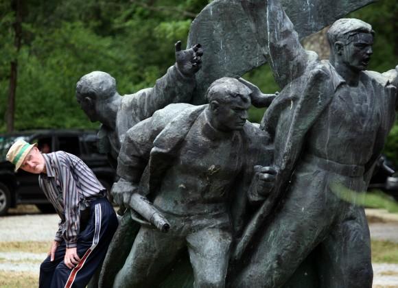 Iz šume Brezovica ukraden partizanski spomenik 'Ustanak'