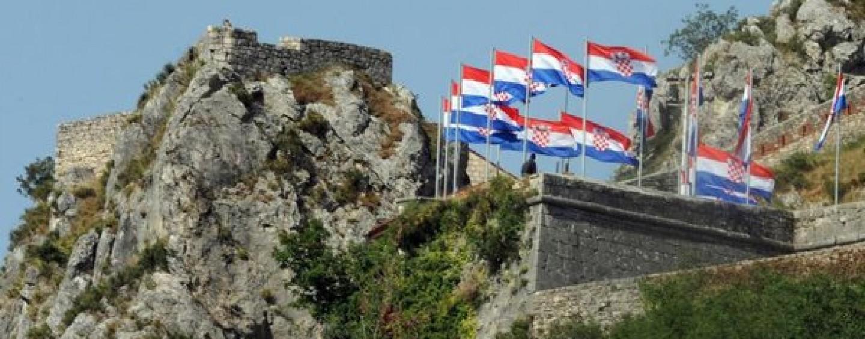 http://www.tjedno.hr/wp-content/uploads/2015/07/Proslavu-Oluje-u-Kninu-organizirat-ce-hrvatski-branitelji-1440x564_c.jpg